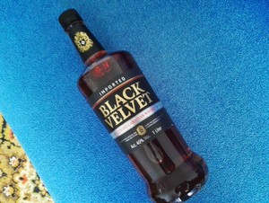 Whisky black velvet 1l.